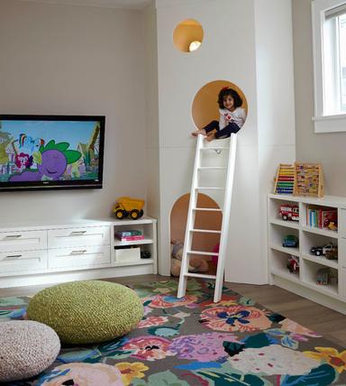 Casinha de cachorro incorporada ao playroom.